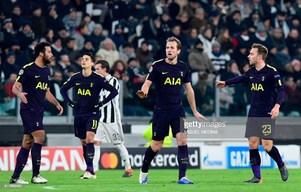 Tottenham Hotspur's English striker Harry Kane (C) celebrates scoring his team's first goal during the UEFA Champions League round of sixteen first leg football match between Juventus and Tottenham Hotspur at The Allianz Stadium in Turin on February 13, 2018. /