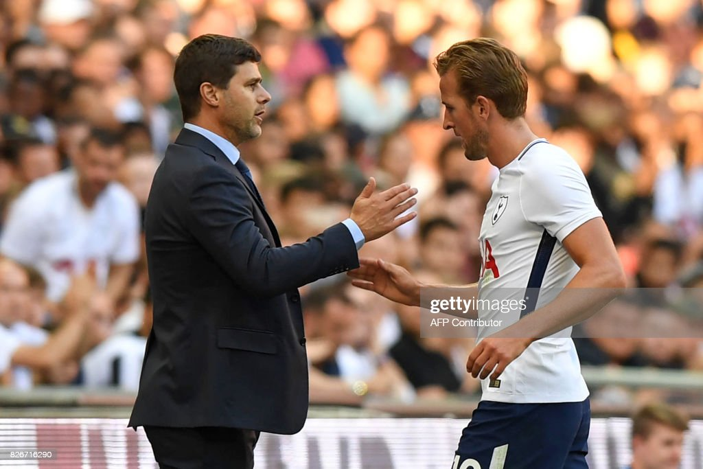 Tottenham Hotspur's English striker Harry Kane (R) gestures to Tottenham Hotspur's Argentinian head coach Mauricio Pochettino as he leaves the pitch during the pre-season friendly football match between Tottenham Hotspur and Juventus at Wembley stadium in London on August 5, 2017. / AFP PHOTO / OLLY GREENWOOD / RESTRICTED TO EDITORIAL USE. No use with unauthorized audio, video, data, fixture lists, club/league logos or 'live' services. Online in-match use limited to 75 images, no video emulation. No use in betting, games or single club/league/player publications. /