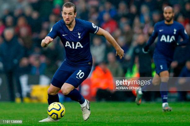 Tottenham Hotspur's English striker Harry Kane runs with the ball during the English Premier League football match between Southampton and Tottenham...