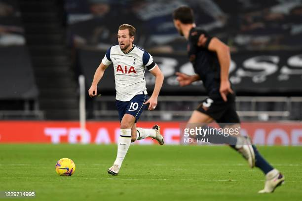 Tottenham Hotspur's English striker Harry Kane runs with the ball during the English Premier League football match between Tottenham Hotspur and...