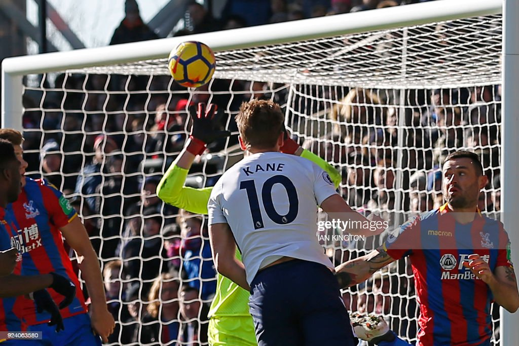 Tottenham Hotspur's English striker Harry Kane (C) scores the opening goal with this header during the English Premier League football match between Crystal Palace and Tottenham Hotspur at Selhurst Park in south London on February 25, 2018. / AFP PHOTO / Ian KINGTON / RESTRICTED TO EDITORIAL USE. No use with unauthorized audio, video, data, fixture lists, club/league logos or 'live' services. Online in-match use limited to 75 images, no video emulation. No use in betting, games or single club/league/player publications. /