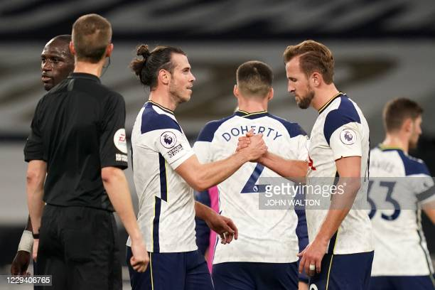 Tottenham Hotspur's English striker Harry Kane shakes hands with Tottenham Hotspurs Welsh midfielder Gareth Bale at the end of the match during the...