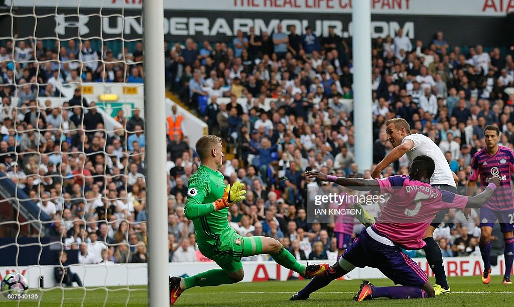Tottenham Hotspur's English striker Harry Kane (2nd R) shoots past Sunderland's English goalkeeper Jordan Pickford (L) to score the opening goal of the English Premier League football match between Tottenham Hotspur and Sunderland at White Hart Lane in London, on September 18, 2016. / AFP / Ian KINGTON / RESTRICTED TO EDITORIAL USE. No use with unauthorized audio, video, data, fixture lists, club/league logos or 'live' services. Online in-match use limited to 75 images, no video emulation. No use in betting, games or single club/league/player publications. /
