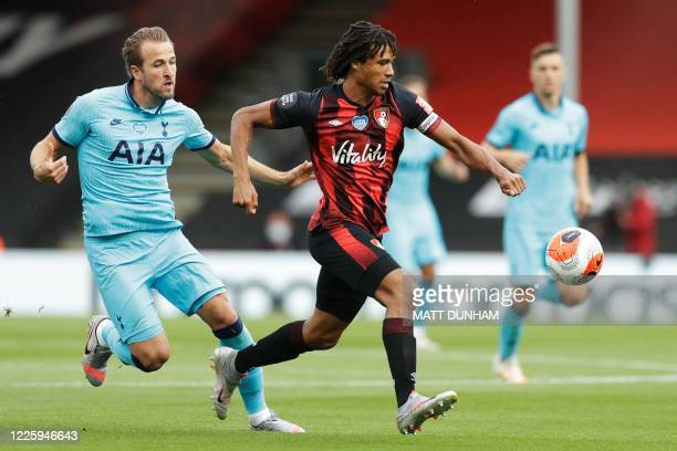 Tottenham Hotspur's English striker Harry Kane vies for the ball with Bournemouth's Colombian midfielder Jefferson Lerma during the English Premier...