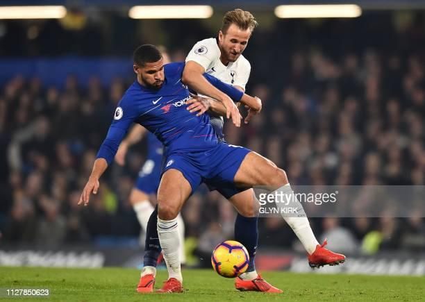 Tottenham Hotspur's English striker Harry Kane vies with Chelsea's English midfielder Ruben LoftusCheek during the English Premier League football...