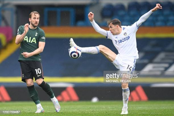 Tottenham Hotspur's English striker Harry Kane vies with Leeds United's Spanish defender Diego Llorente during the English Premier League football...