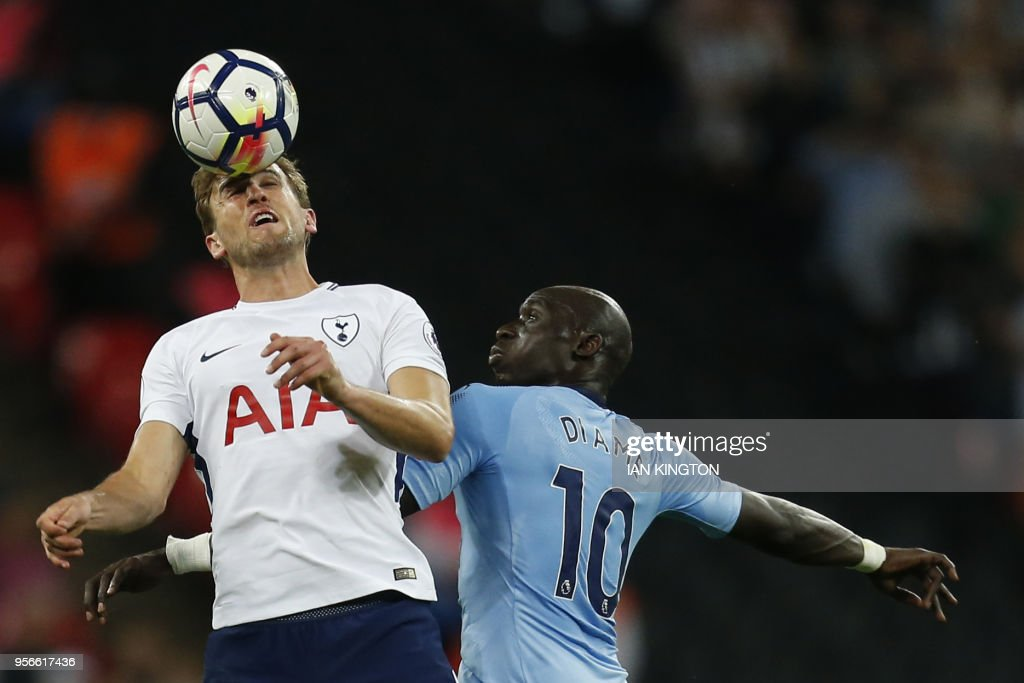 Tottenham Hotspur's English striker Harry Kane (L) vies with Newcastle United's Senegalese midfielder Mohamed Diame during the English Premier League football match between Tottenham Hotspur and Newcastle United at Wembley Stadium in London, on May 9, 2018. (Photo by Ian KINGTON / AFP) / RESTRICTED TO EDITORIAL USE. No use with unauthorized audio, video, data, fixture lists, club/league logos or 'live' services. Online in-match use limited to 75 images, no video emulation. No use in betting, games or single club/league/player publications. /