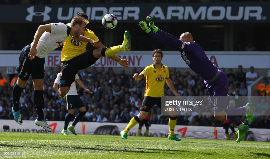 Tottenham Hotspur's English striker Harry Kane (L) vies with Watford's Brazilian goalkeeper Heurelho Gomes as he attempts to head the ball in to goal, but fails to reach it during the English Premier League football match between Tottenham Hotspur and Watford at White Hart Lane in London, on April 8, 2017. / AFP PHOTO / Justin TALLIS / RESTRICTED TO EDITORIAL USE. No use with unauthorized audio, video, data, fixture lists, club/league logos or 'live' services. Online in-match use limited to 75 images, no video emulation. No use in betting, games or single club/league/player publications. /
