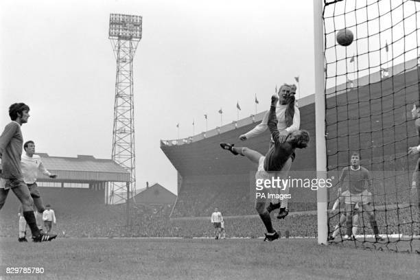 Tottenham Hotspur's Frank Saul beats Manchester United goalkeeper Alex Stepney to the ball but heads over the bar watched by United's George Best and...