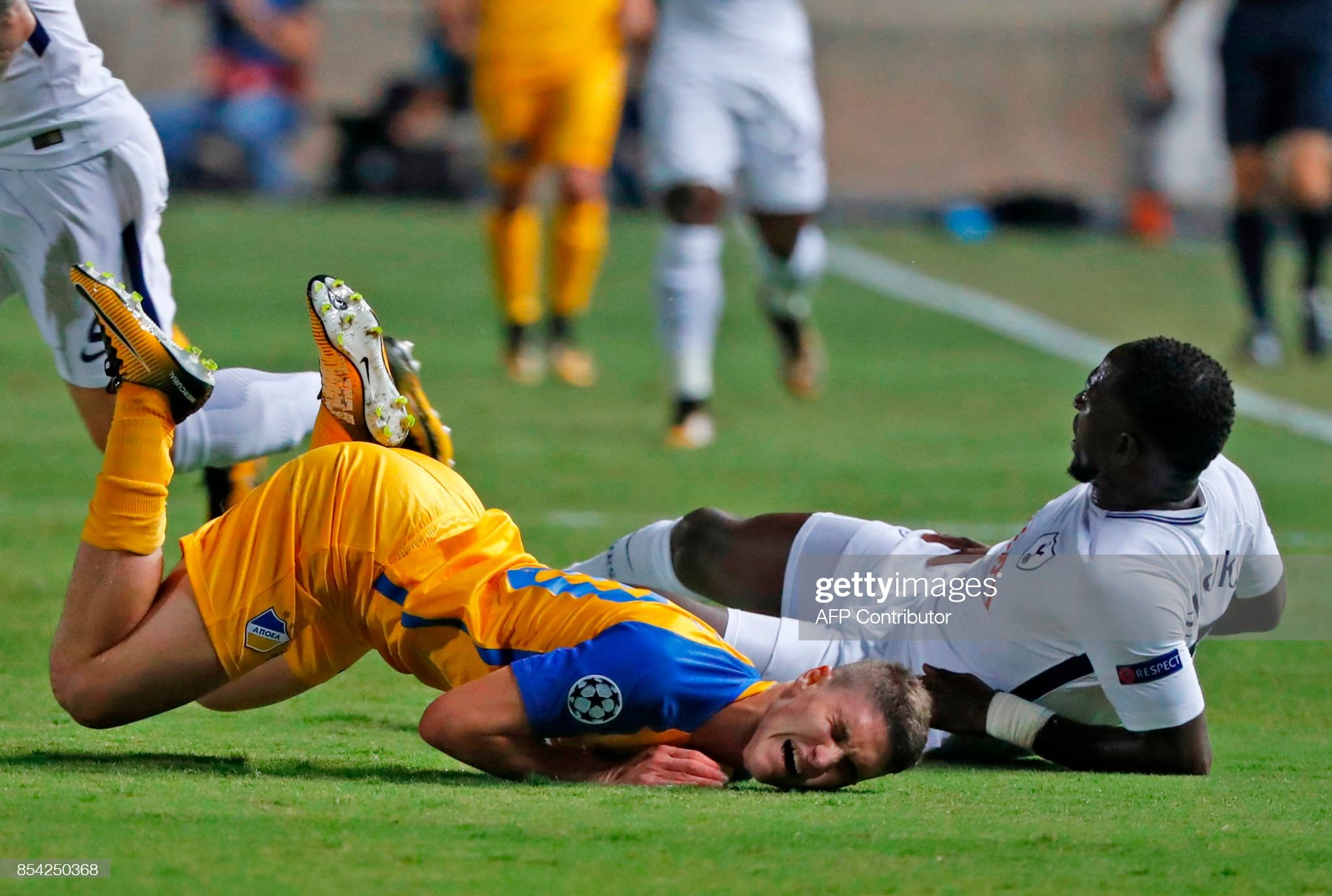 [Image: tottenham-hotspurs-french-midfielder-mou...=2048x2048]