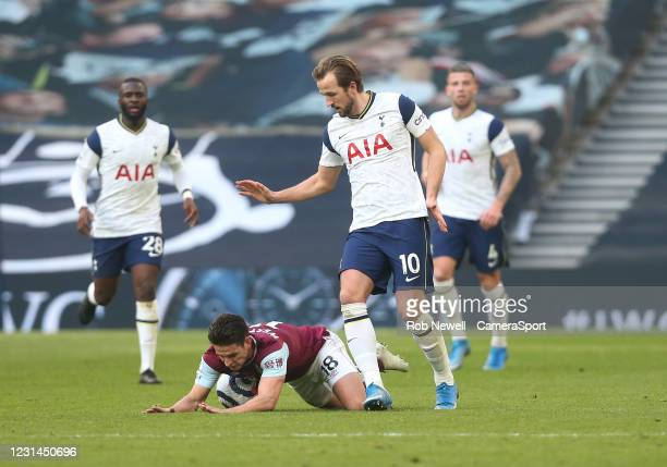 Tottenham Hotspur's Harry Kane and Burnley's Ashley Westwood during the Premier League match between Tottenham Hotspur and Burnley at Tottenham...