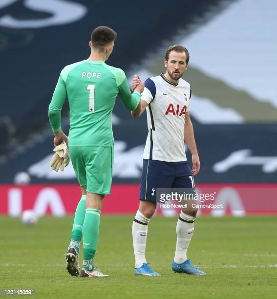 Tottenham Hotspur's Harry Kane and Burnley's Nick Pope shake hands at the end of the game during the Premier League match between Tottenham Hotspur...