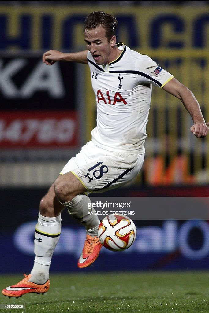 Tottenham Hotspur's Harry Kane controls the ball during the UEFA Europa League group C football match between Asteras Tripolis and Tottenham Hotspur, in Tripoli south west in Greece, on November 6, 2014. AFP PHOTO / Angelos Tzortzinis