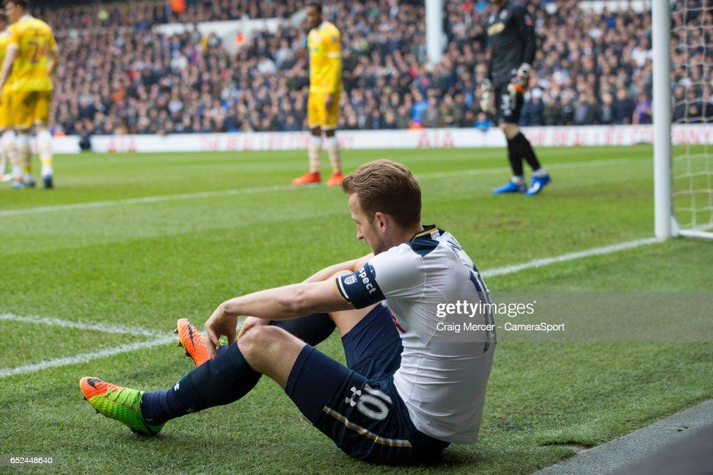 Tottenham Hotspur v Millwall - The Emirates FA Cup Quarter-Final : News Photo