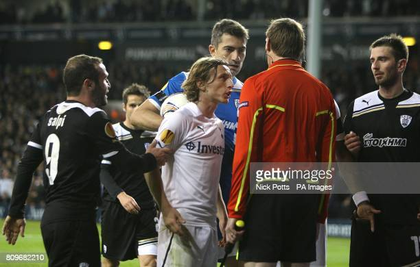 Tottenham Hotspur's Luka Modric appeals to the referee's assistant behind the goal after team mate Jermain Defoe's goal is disallowed