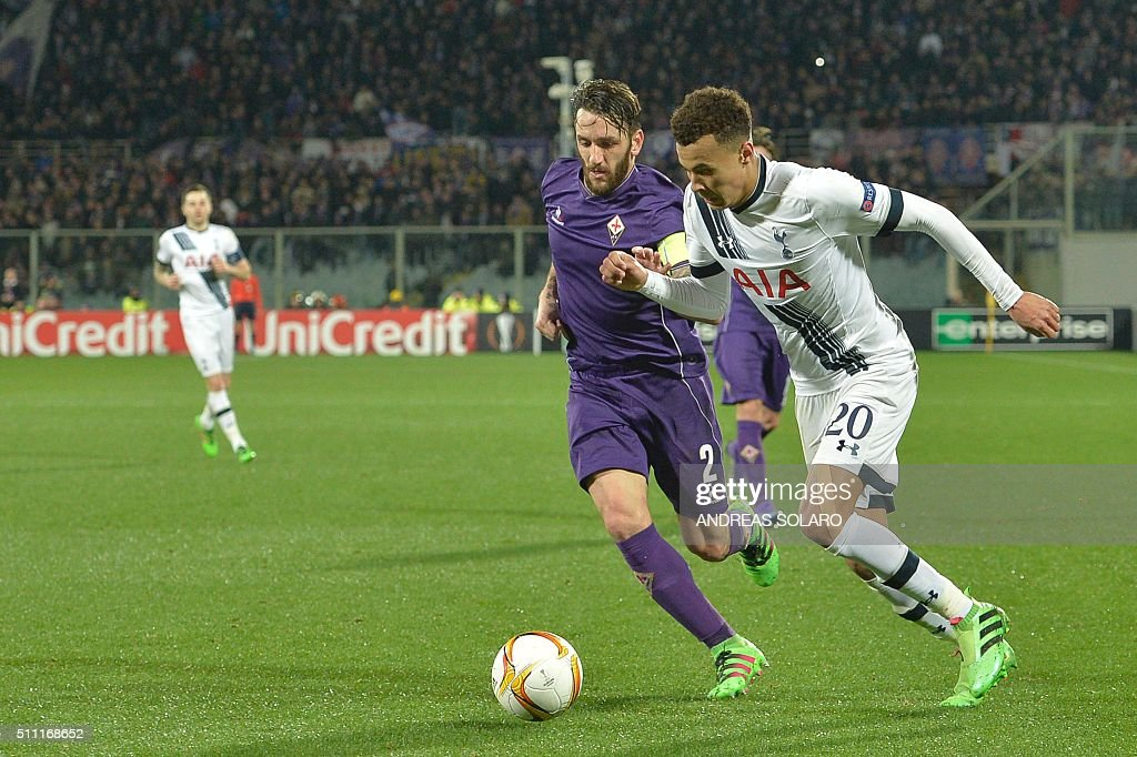 Tottenham Hotspurs midfielder Dele Alli (R) fights for the ball with Fiorentina's defender from Argentina Gonzalo Rodriguez during the UEFA Europa League football match Fiorentina vs Tottenham on February 18, 2016 at Florence's 'Artemio Franchi' comunal stadium.