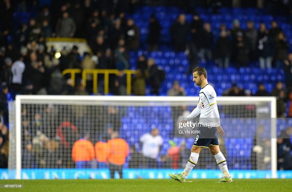 Tottenham Hotspur's Spanish striker Roberto Soldado walks off at full timeduring the English FA Cup Third Round football match replay betweenTottenham Hotspur and Burnley at White Hart Lane in London, on January 14, 2015.