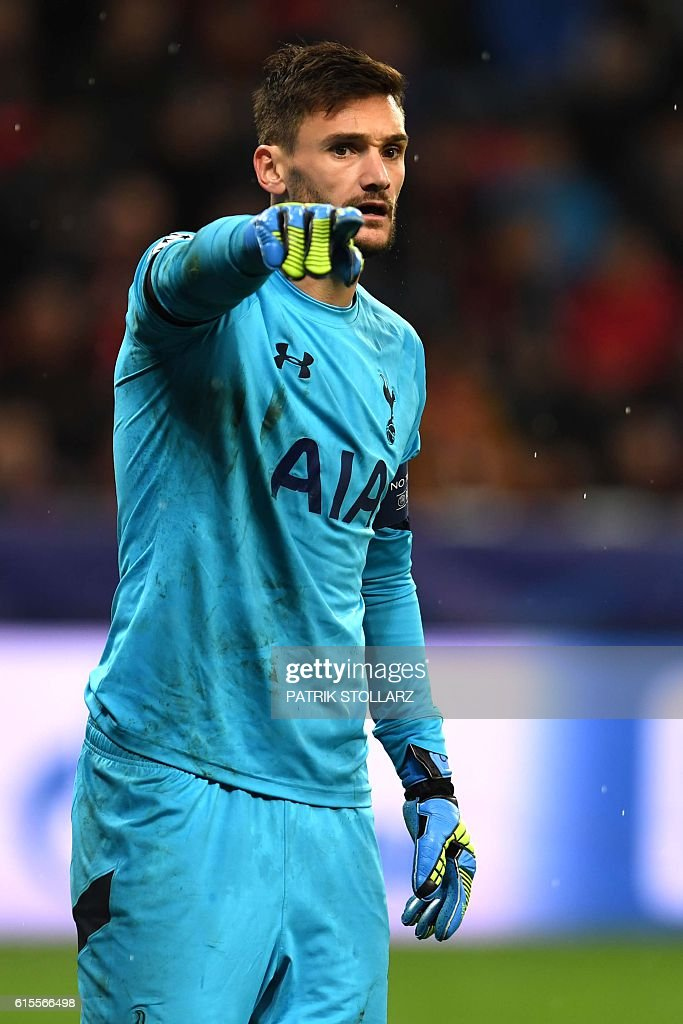 Tottenham´s French goalkeeper Hugo Lloris reacts during the Champions League group E football match between Bayer Leverkusen and Tottenham Hotspur in Leverkusen, western Germany, on October 18, 2016 / AFP / PATRIK