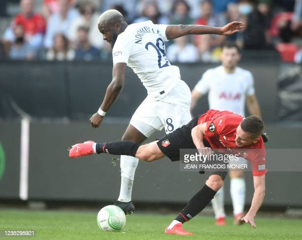 Tottenham's French midfielder Tanguy NDombele Alvaro fights for the ball with Rennes' French midfielder Benjamin Bourigeaud during the UEFA Europa...