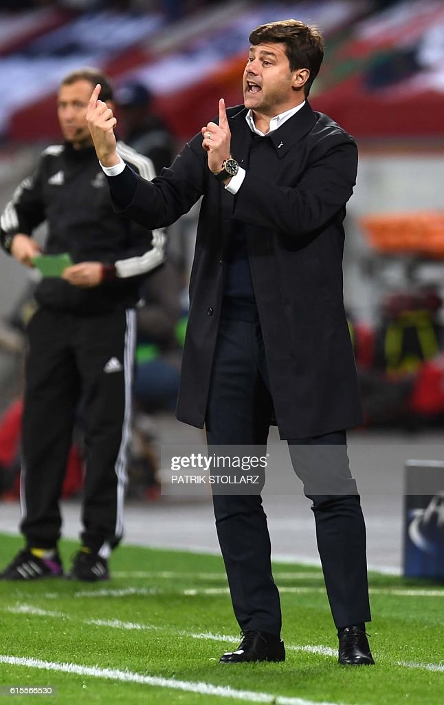 Tottenham´s head coach Mauricio Pochettino reacts during the Champions League group E football match between Bayer Leverkusen and Tottenham Hotspur in Leverkusen, western Germany, on October 18, 2016 / AFP / PATRIK