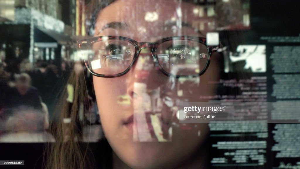Touch screen analysing commerce : Stock Photo
