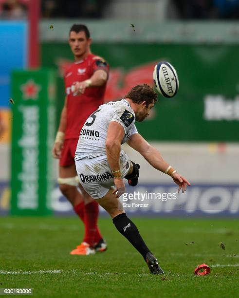 Toulon fullback Leigh Halfpenny misses with his last minute penalty kick to win the match during the European Rugby Champions Cup match between...