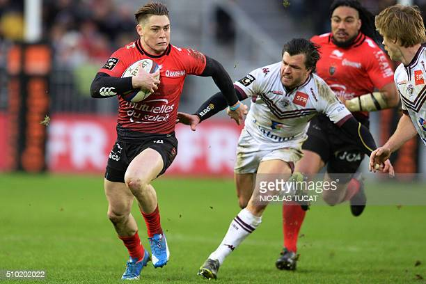 Toulon's Australian fullback James OConnor tuns to evade BordeauxBegles' Australian wing Adam AshleyCooper during the French Top 14 rugby union match...