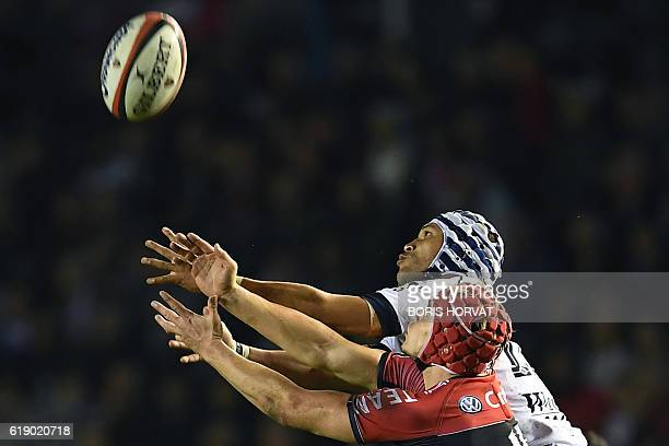 RC Toulon's Australian fullback James OConnor vies for the ball with Grenoble's South African wing Gio Aplon during the French Top 14 rugby union...