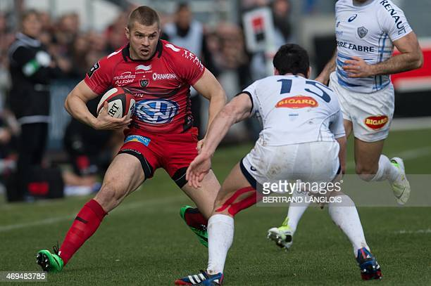RC Toulon's Australian winger Drew Mitchell vies with Castres's French fullback Geoffrey Palis during the French Top 14 rugby union match Toulon vs...