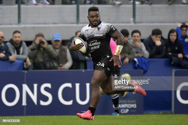 RC Toulon's Fijian winger Josua Tuisova runs to score a try during the European Rugby Champions Cup match Benetton Treviso vs RC Toulon at the Monigo...