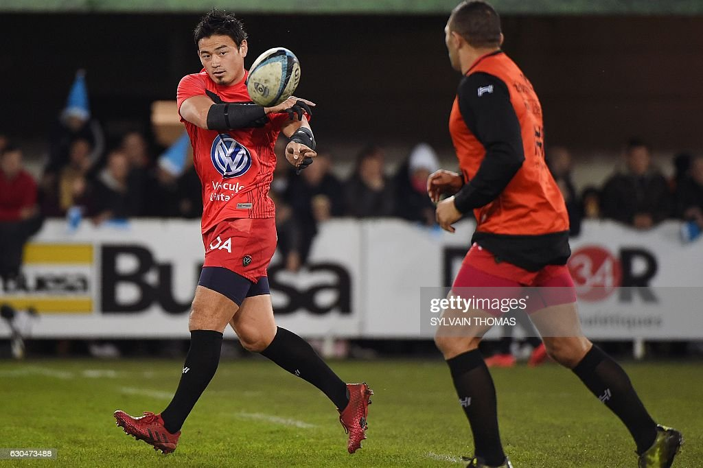 RC Toulon's Japanese fullback Ayumu Goromaru (L) warms up prior to the start of the French Top 14 rugby Union match Montpellier vs Toulon, on december 23, 2016, at the Altrad stadium, in the French southern city of Montpellier. / AFP / SYLVAIN