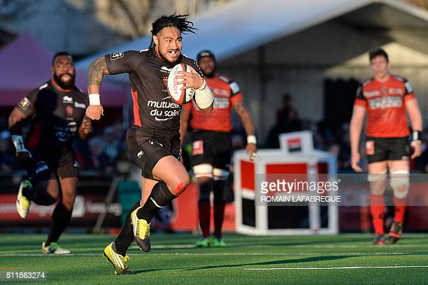 Toulon's New Zealand center Ma'a Nonu runs with the ball during the French Top 14 rugby union match between Union Sportive Oyonnax Rugby and Toulon...