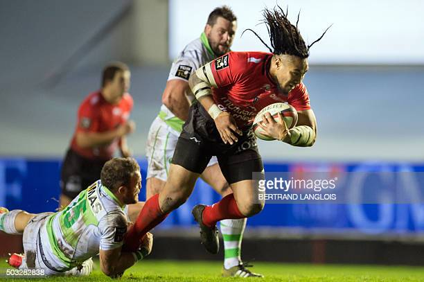RC Toulon's New Zealander centre Maa Nonu vies with Pau's French fullback Mathieu Acebes during the French Top 14 rugby union match RC Toulon versus...