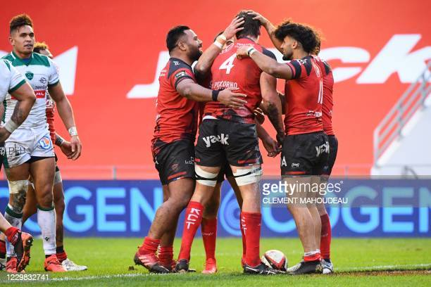 Toulons South African lock Eben Etzebeth is congratulated by teammates after scoring a try during the French Top14 rugby union match between Toulon...