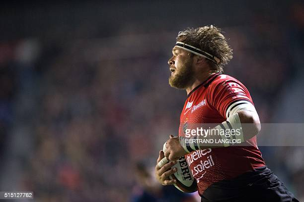 RC Toulon's South African Number Eight Duane Vermeulen scores a try during the French Top 14 rugby union match between RC Toulon and Grenoble at...