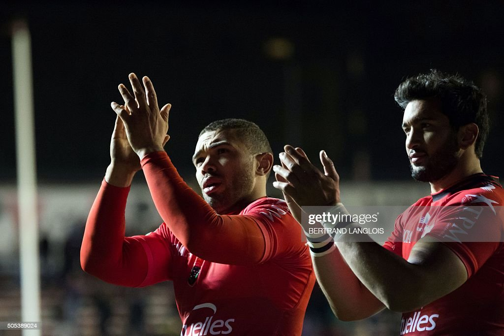 RC Toulon's South African winger Bryan Habana (L) and RC Toulon's French centre Maxime Mermoz salute the public after the European Champions Cup rugby union match RC Toulon vs Wasps on January 17, 2016 at the Mayol stadium in Toulon, southeastern France.