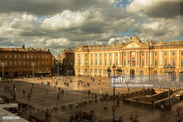 toulouse capitol square - toulouse stock pictures, royalty-free photos & images