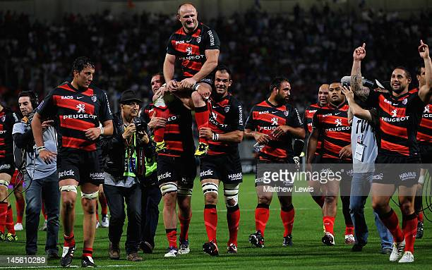 Toulouse celebrate their team's win over Castres Olympique at the close of the French Top 14 Semi Final match between Toulouse and Castres Olympique...