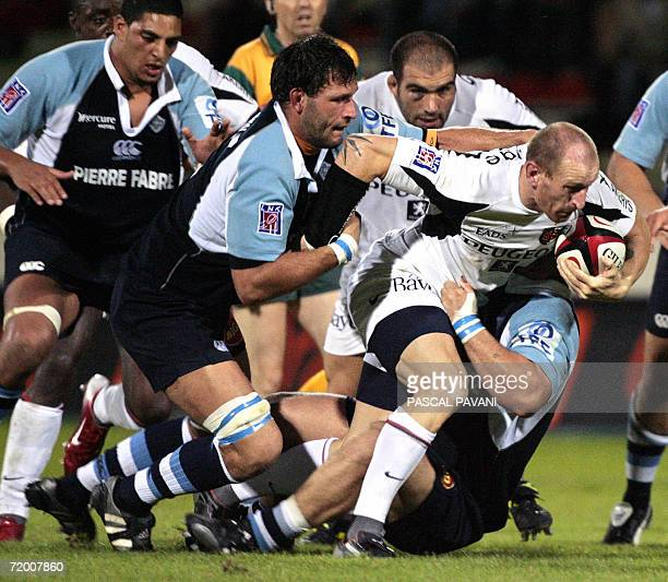 Toulouse's center Gareth Thomas of Wales breaks away from Castres' French lock Lionel Nallet during the French Top 14 rugby union match Toulouse vs...