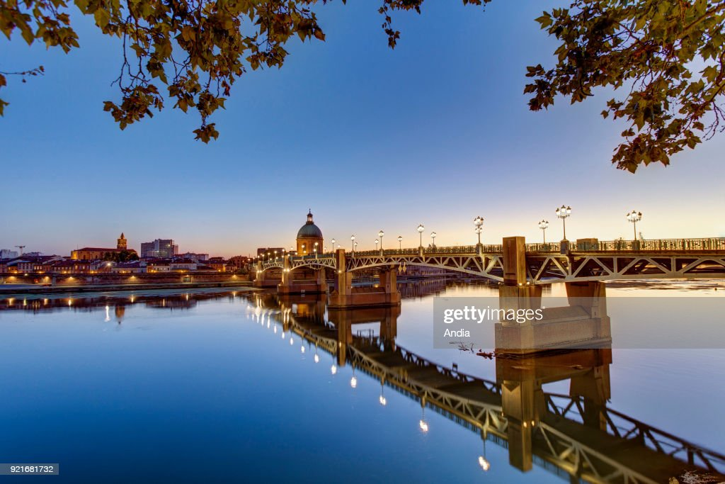 'Pont St-Pierre' bridge across the Garonne river and, in the background, dome of the Chapel of Saint-Joseph de la Grave.