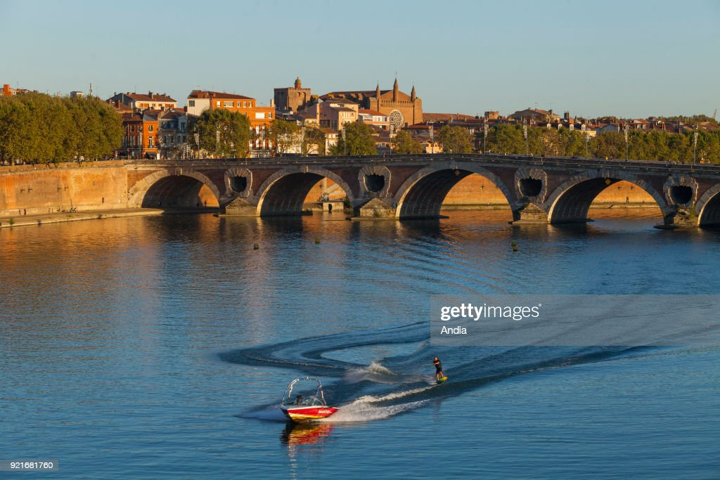 water skiing on the River Garonne with the 'Pont Neuf' bridge and the city in the background.