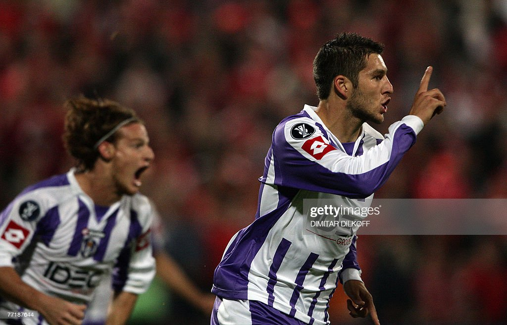 Toulouse's Andre-Pierre Gignac (R) celeb : News Photo