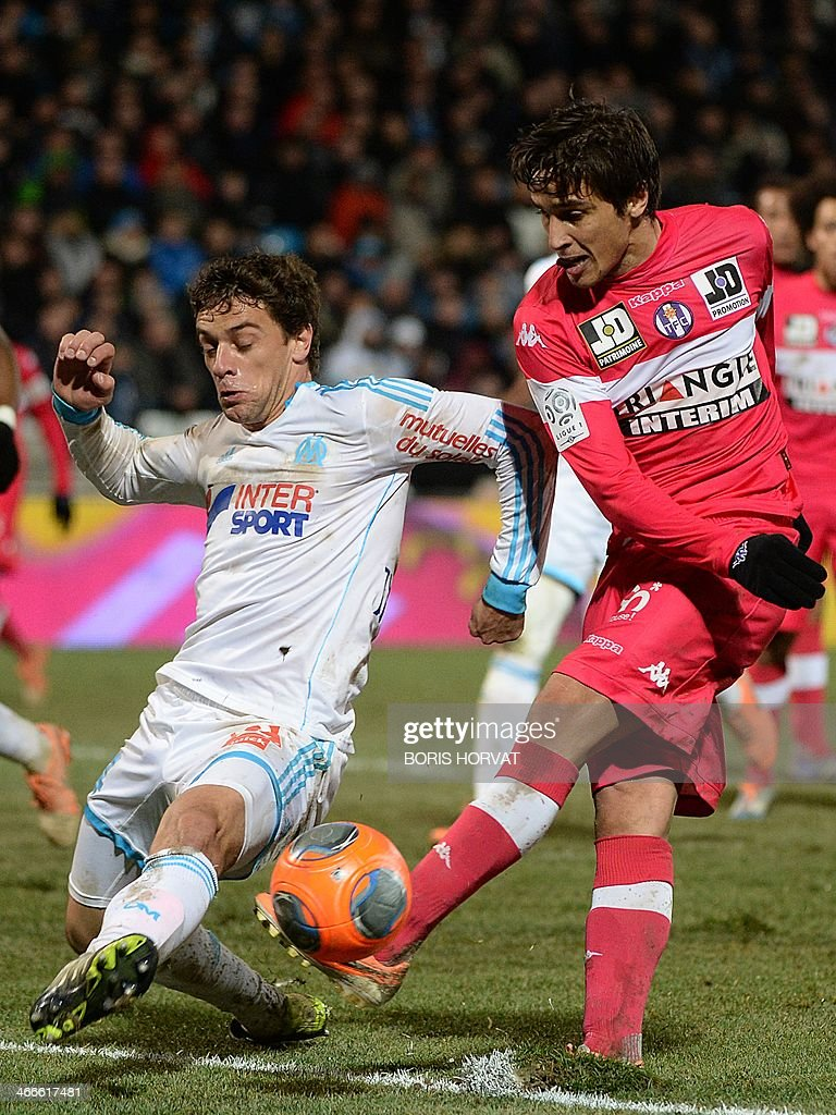 Toulouse's Argentinian and Italian midfielder Oscar Trejo (R) vies with Marseille's Brazilian defender Lucas Mendes during the French L1 football match Olympique de Marseille vs Toulouse at the Velodrome stadium in Marseille, on February 2, 2014.