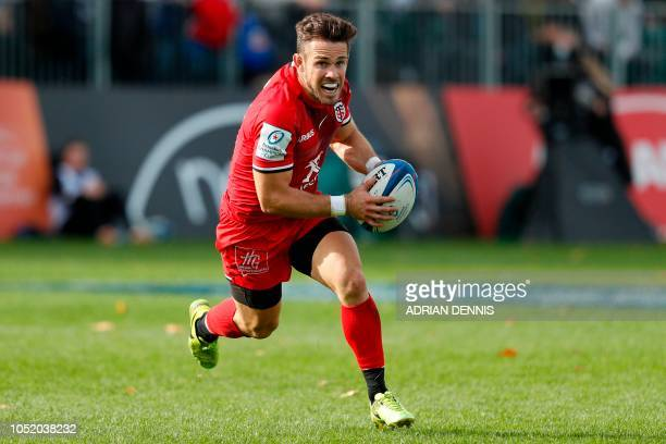 Toulouse's Australian flyhalf Zack Holmes makes a break during the European Rugby Champions Cup pool 1 rugby union match between Bath and Toulouse at...