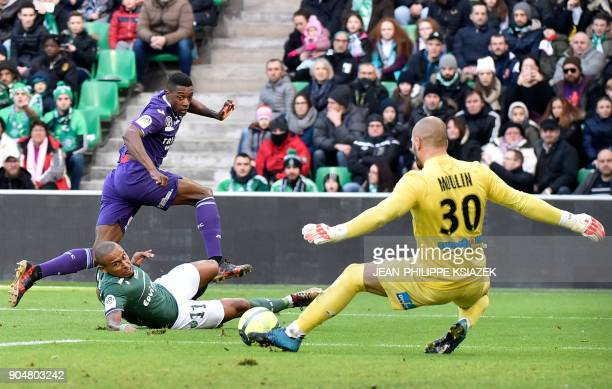 Toulouse's Brazilian midfielder Wergiton Somalia vies with SaintEtienne's French goalkeeper Jessy Moulin during the French L1 football match between...