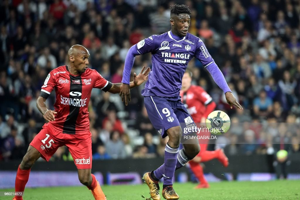 Toulouse's forwar Yay Sanogo run with the ball during the French L1 match between Toulouse and Guingamp on may 19, 2018, at the Municipal Stadium in Toulouse, southern France.