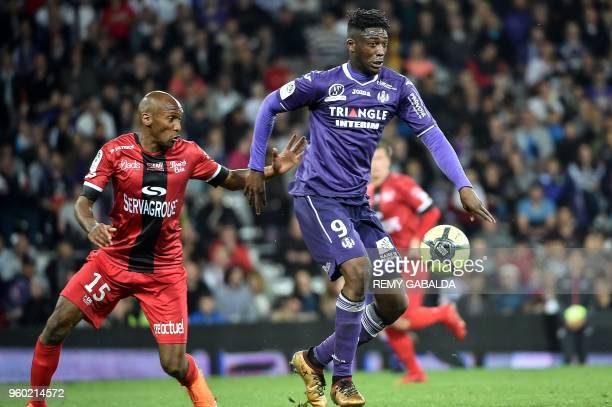 Toulouse's forwar Yay Sanogo run with the ball during the French L1 match between Toulouse and Guingamp on may 19 at the Municipal Stadium in...