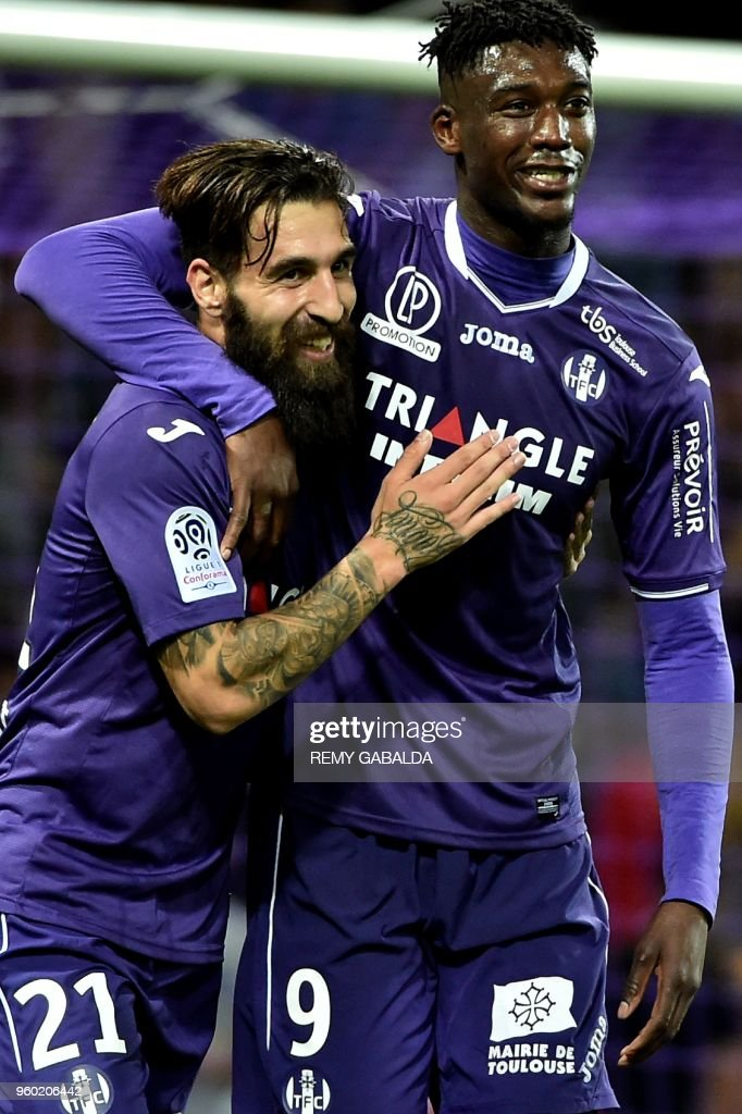 Toulouse's forward Yaya Sanogo (L) celebrates with teammate Jakup Durmaz after scoring his team's second goal during the French L1 match between Toulouse and Guingamp at The Municipal Stadium in Toulouse, southern France on May 19, 2018.