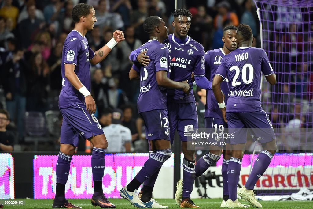 Toulouse's forward Yaya Sanogo (C) celebrates with teammates after scoring his team's second goal during the French L1 match between Toulouse and Guingamp at The Municipal Stadium in Toulouse, southern France on May 19, 2018.