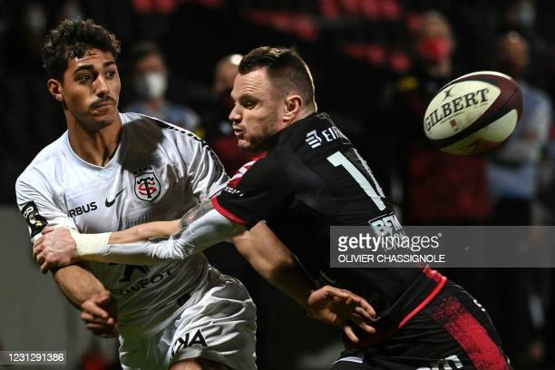 Toulouse's French centre Dimitri Delibes fights for the ball with Lyon's New Zealand full back Toby Arnold during the French Top14 rugby union match...